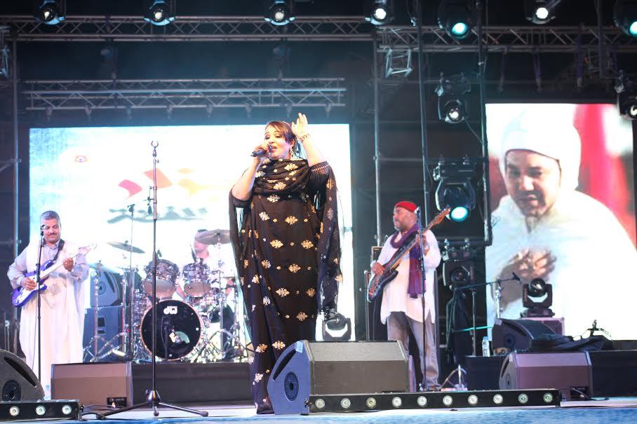 إيهاب يشعلها في تيزينت والباتول المرواني تحتفل مع الجمهور بعيد العرش