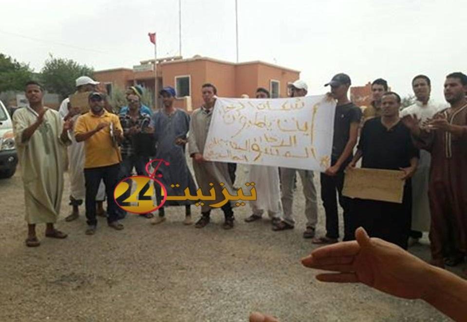وقفة احتجاجية لساكنة ايت ارخا بسبب انقطاع الماء الشروب