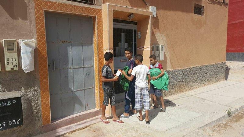 حي اديعيش يستفيد من حملة الاكياس البلاستيكية الخاصة بعيد الاضحى / صور