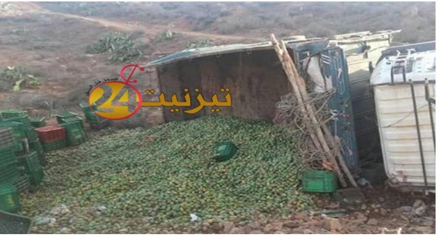 انقلاب شاحنة محملة بالصبار بسدي افني